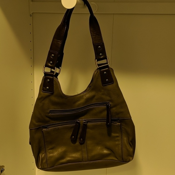 Polyurethane purse with a multitude of pockets